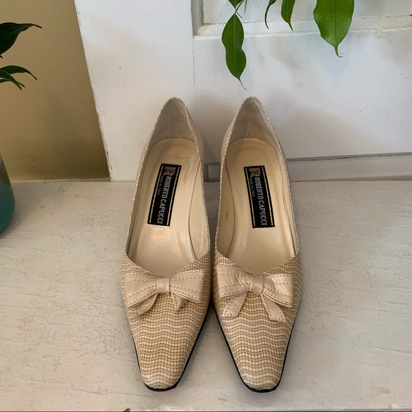Roberto Capucci Vintage cream leather kitten heels